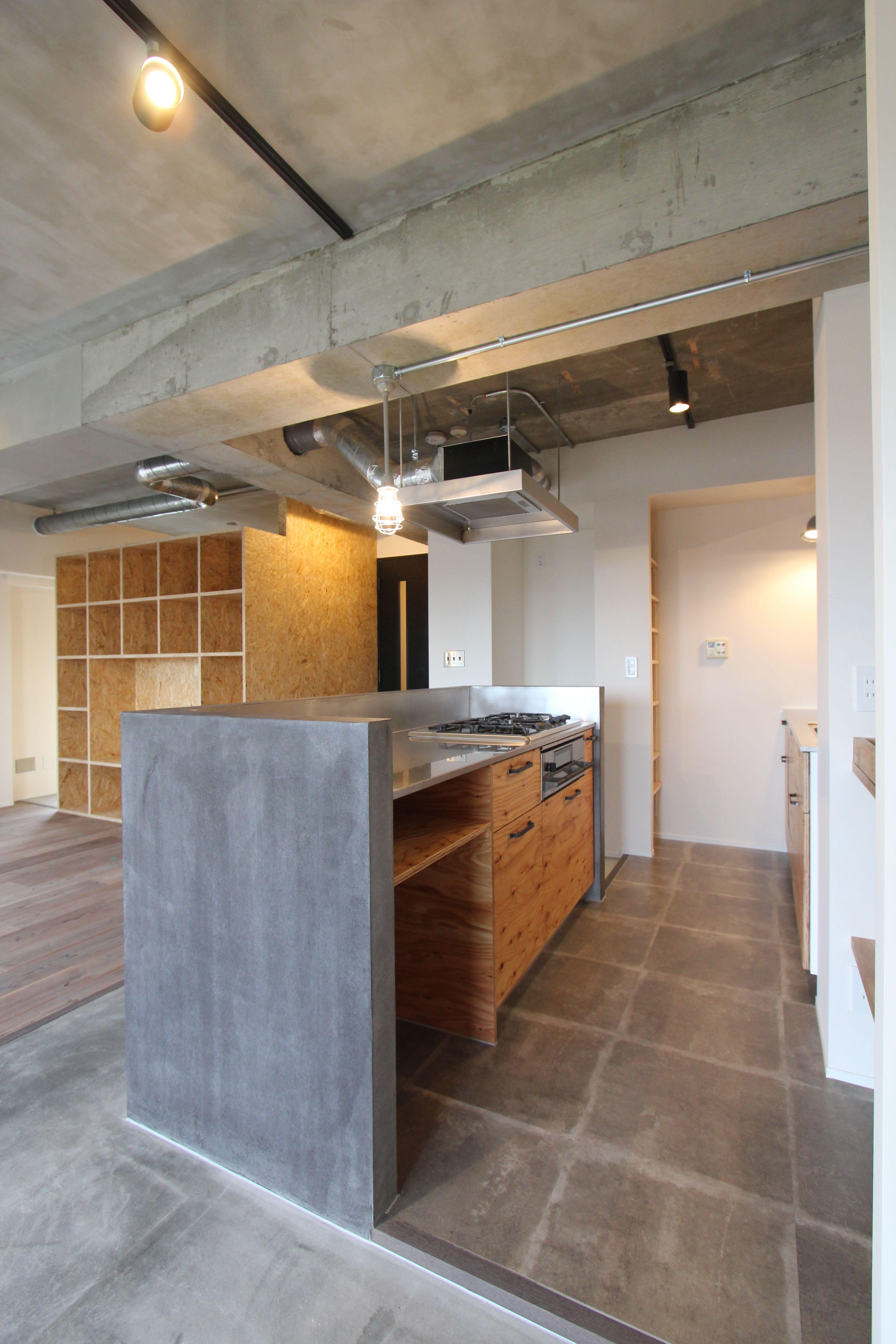 遊び心とロフトのある家fieldgarage コンクリート家具 キッチン床