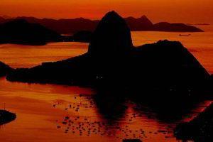 Bom dia! Levanta a cortina dos teus olhos e contempla a maravilha do amanhecer! A vida é uma criança, esperta, bonita e inteligente!
