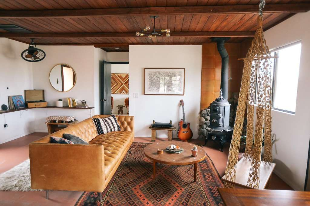 S F Couple S Enchanted Get Away In Joshua Tree Tree House Interior Renting A House Tree House Designs