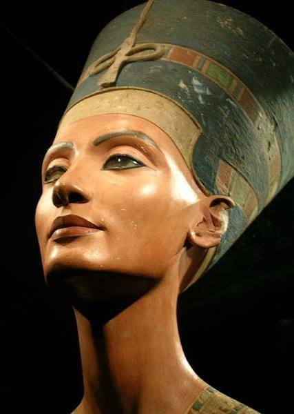 Queen Nefertiti, Ancient Egypt www.goldenpyramid.travel Sales@goldenpyramid.travel
