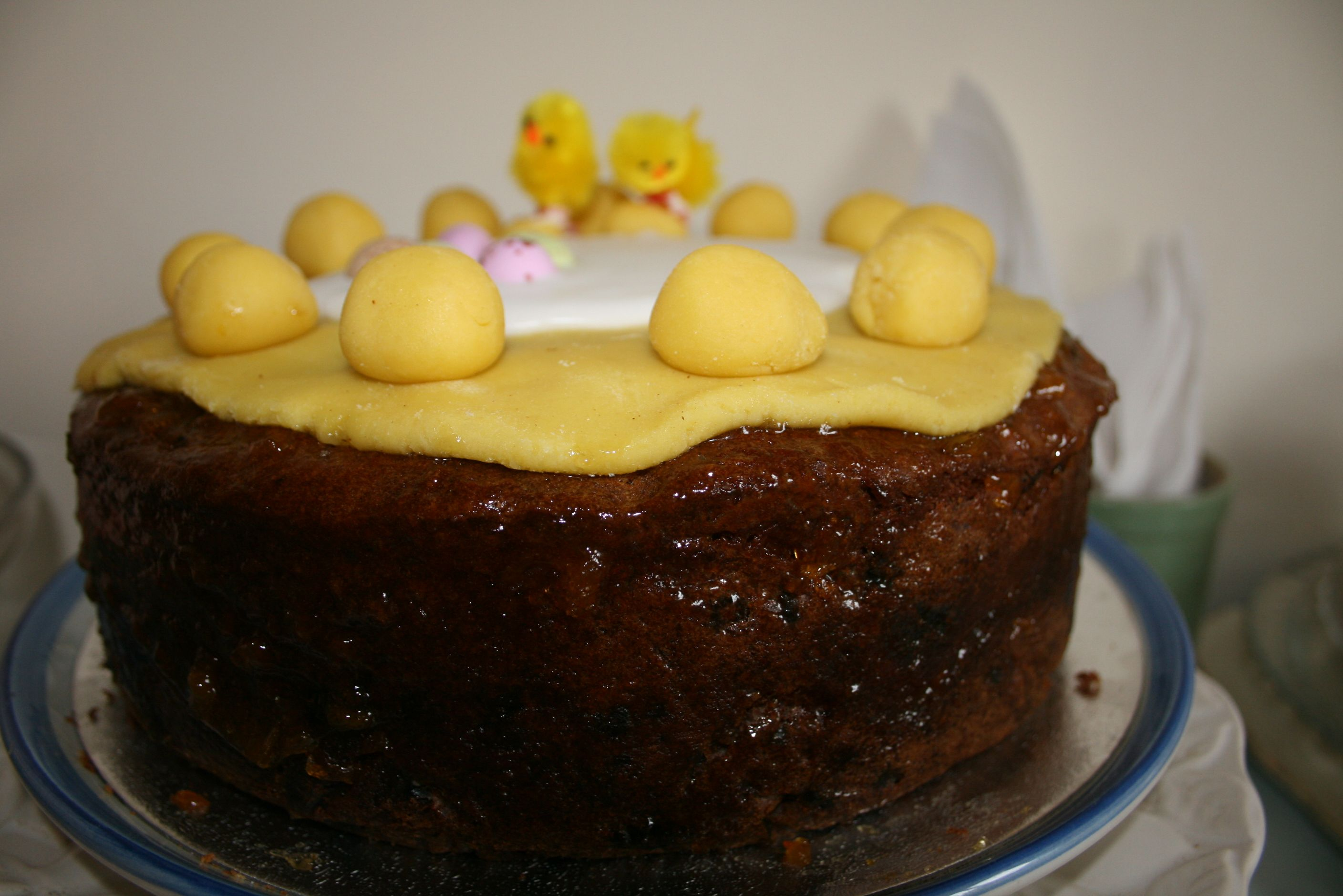 A rather large 6 egg Barefoot Simnel Cake, Easter Sunday 2015