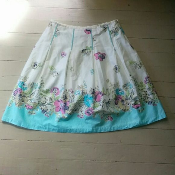 "Floral skirt Floral skirt. It is 100% cotton and has a polyester lining. Only wore a couple of times and still in very good condition. It is 32"" at the waist and 23.5"" long. Oscar-  An Oscar de la Renta Company Skirts A-Line or Full"