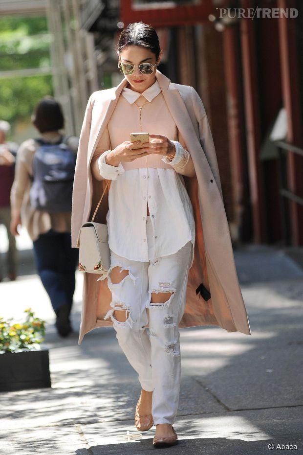Look    VanessHudgens - le jean blanc destroy pour l été... A shopper ! 0db03275575