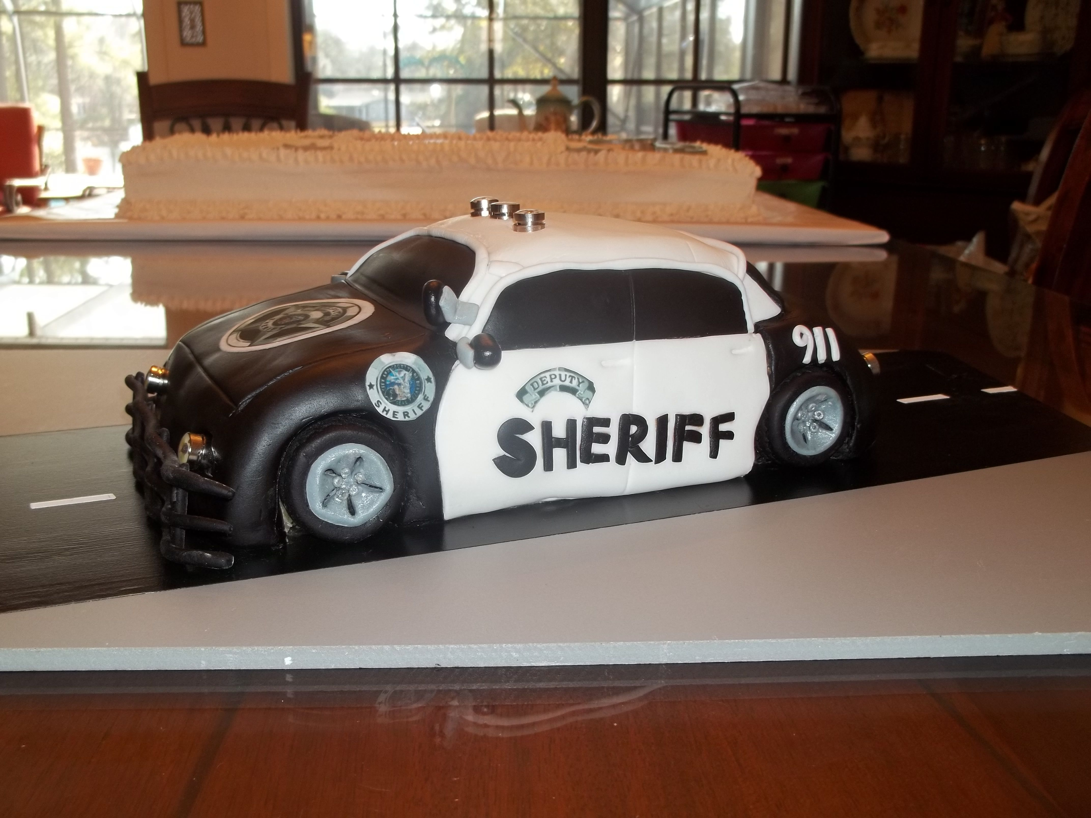 """sheriff's car cake with flashing lights! 