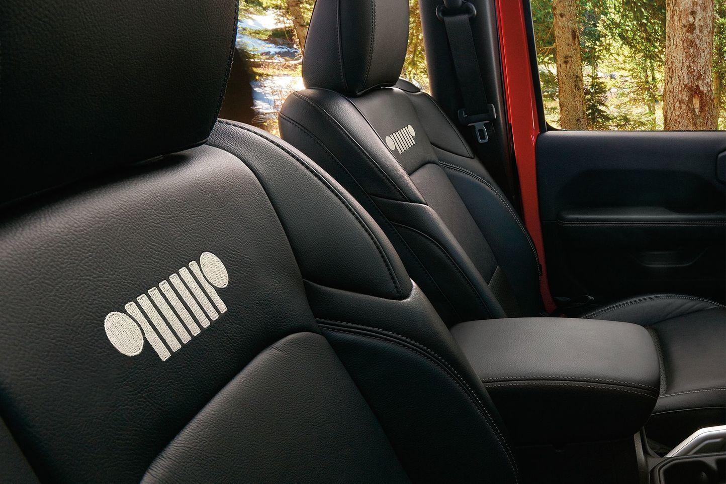 2018 Jeep Wrangler Jl Leather Interior With Mopar Accessories Jeep Wrangler Interior Wrangler Jl Jeep
