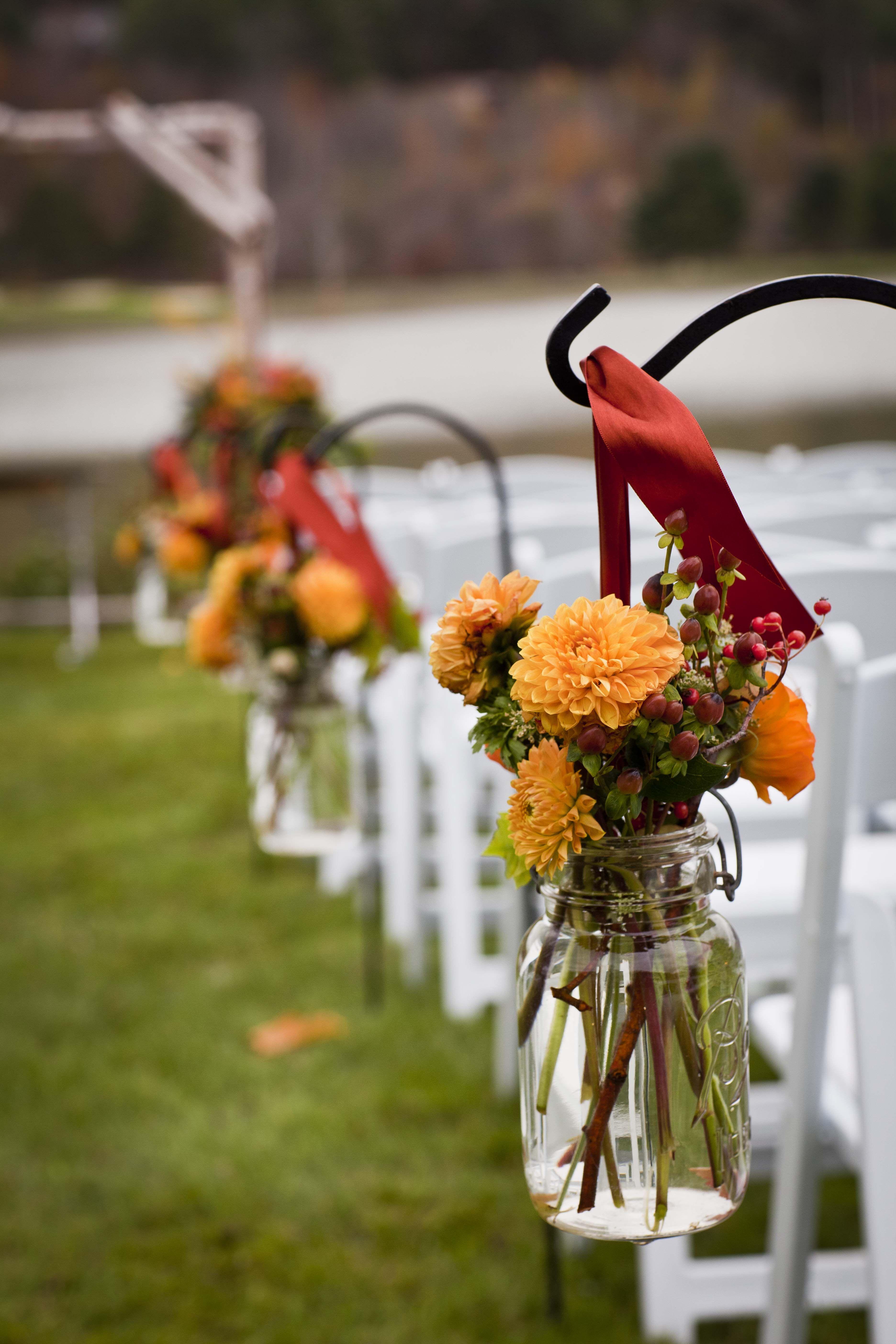 #vermont #isledecor #wedding #fall -gerber daisies with black bow around