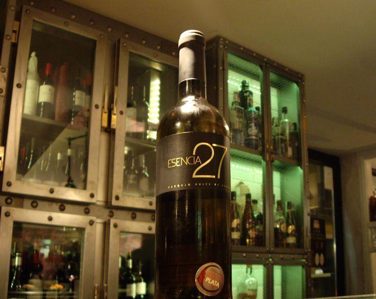 Esencia 27 Botellas De Vino Diseno De Marca Y Disenos De Unas