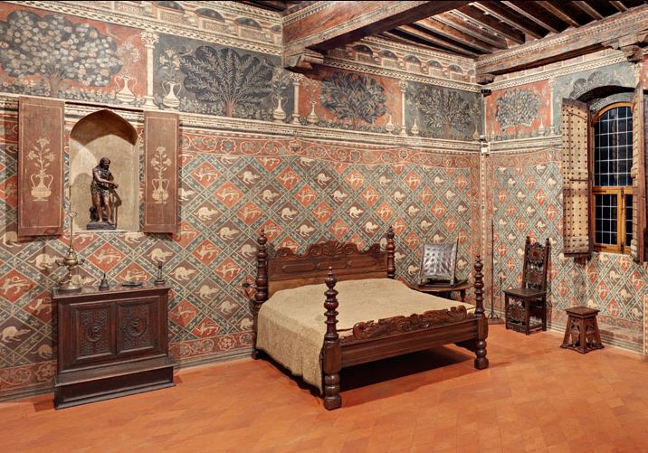 An Example Of Early Renaissance Decore At Palazzo Davanzati Florence Walls Were Often Covered With Mural Fresco Paintings Rooms Are Richly Designed