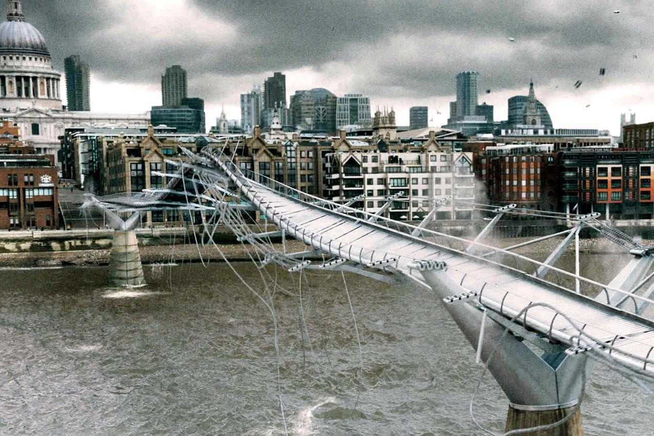 Millennium Bridge Harry Potter Filming Locations Harry Potter London Harry Potter Scene