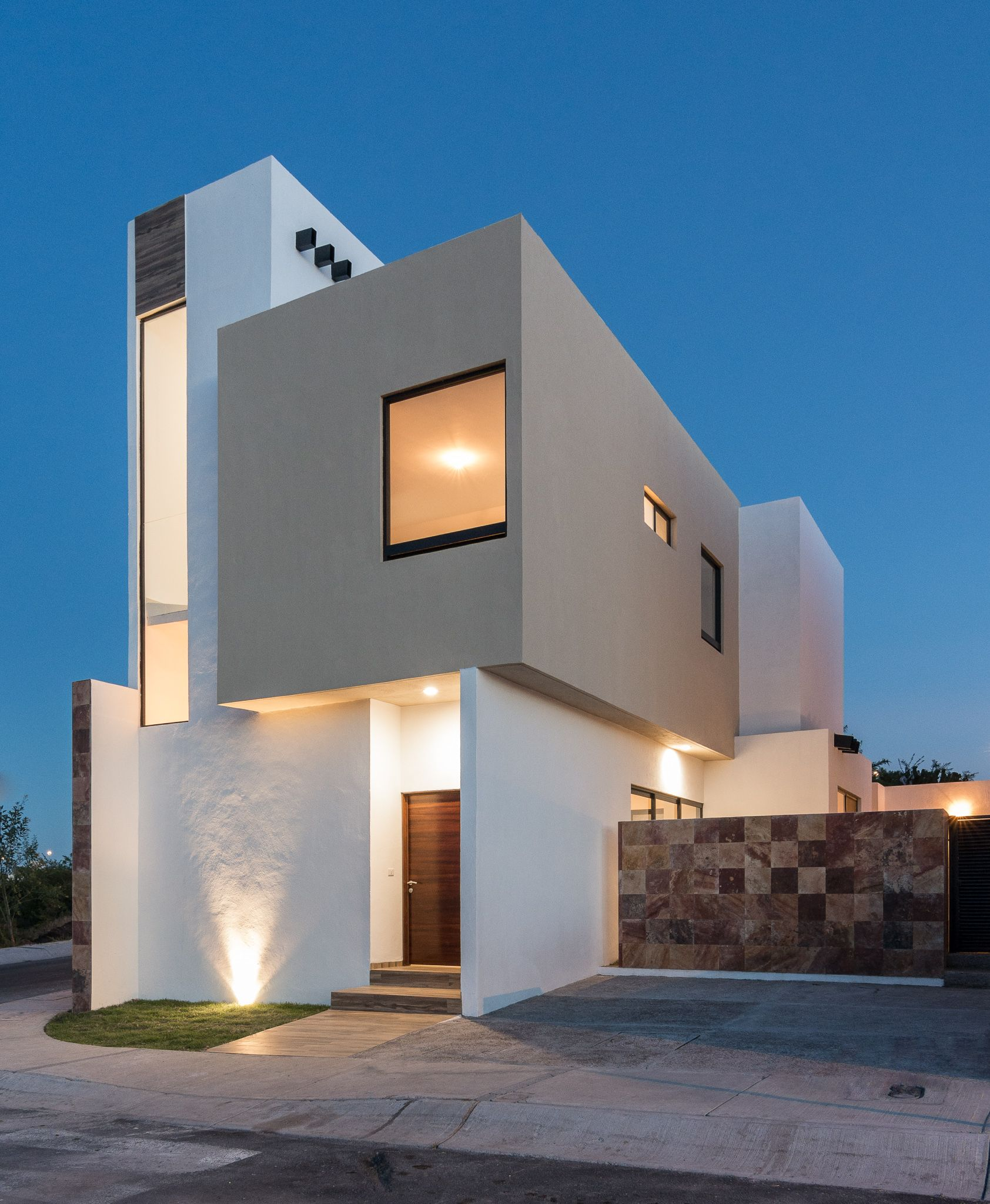 Bonita casa habitacion de dos plantas zibata queretaro for Casa minimalista 2 plantas