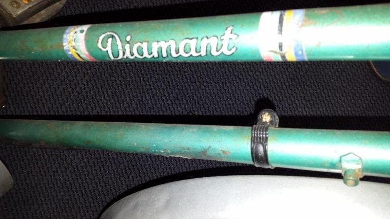https://www.ebay-kleinanzeigen.de/s-anzeige/orig-28er-diamant-fahrrad-de-luxe-50er-jahre-ddr-luxussportrad/449374381-217-2232