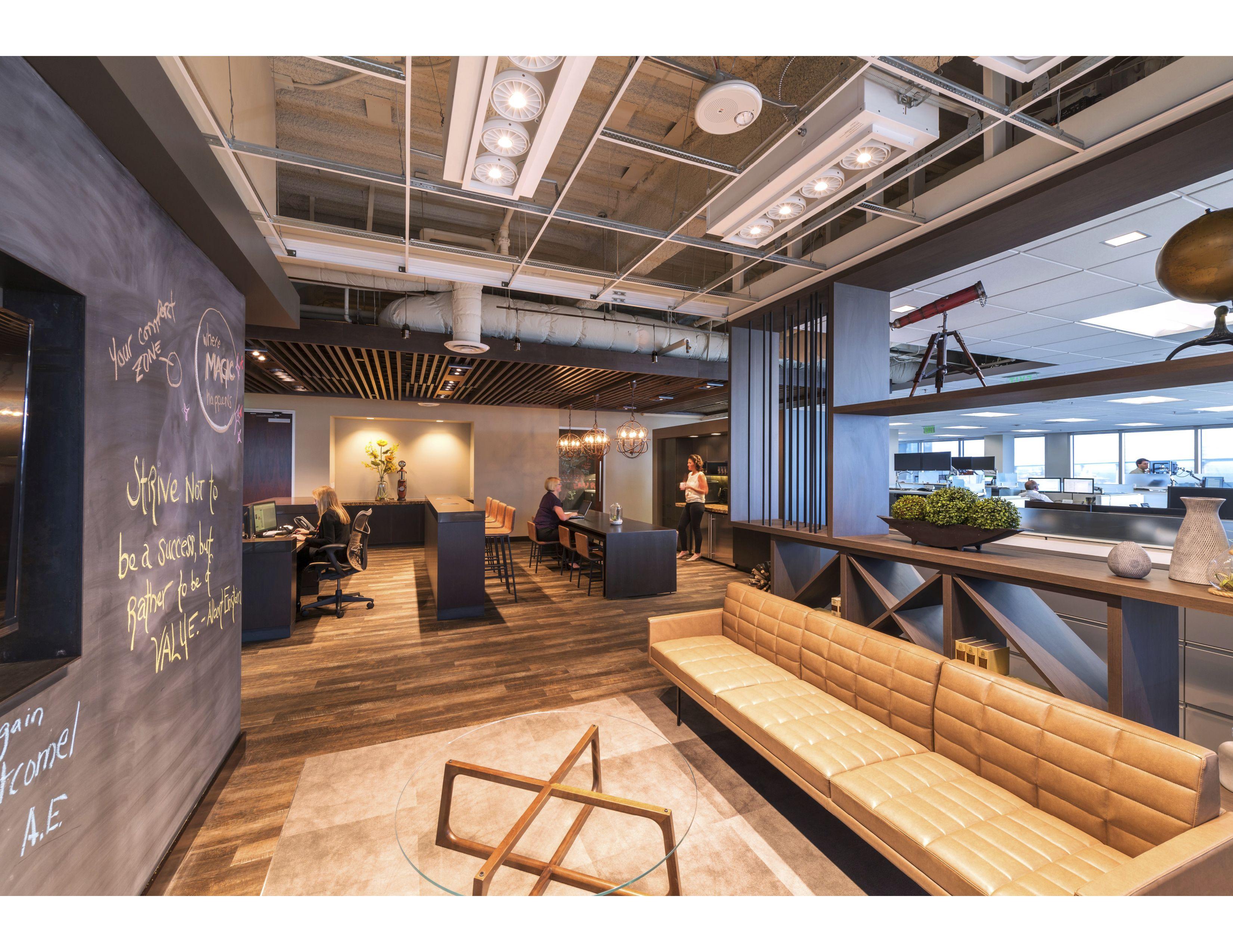 Cbre Downtown In San Diego Ca Smalloffice Commercialspaces Commercialinteriors Design Flooring Office Space Cool Office Space Cool Office