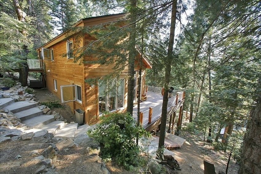 Stay Inside Yosemite National Park At The Hummingbird Raven House