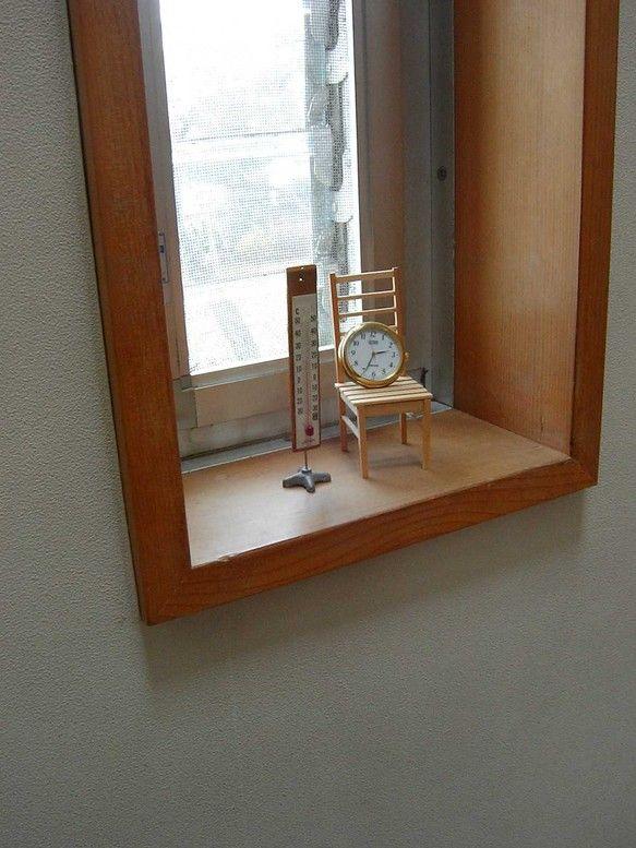 小物演出用の椅子です。 ちいさい植木鉢を載せるのもいいかな。想像がふくらむ椅子です。 となりのは理科教室にあった大きな温度計で重たい脚のスタンドにつるしてあっ...|ハンドメイド、手作り、手仕事品の通販・販売・購入ならCreema。