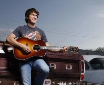 Jon Pardi, y'all I'm just a little bit in love with him!!!!