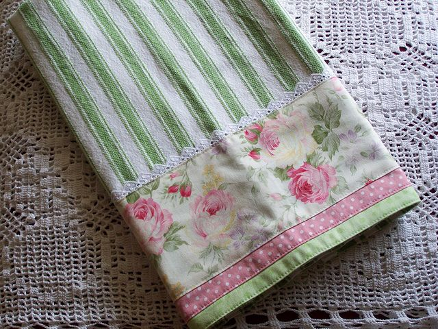 Attrayant Romantic Cottage Roses And Tres Chic Tea Towel With Lace. By Decorative  Towels   Created By Cath., Via Flickr
