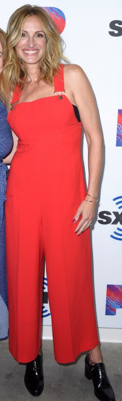 Who made Julia Roberts' red overalls, black shoes, and ...