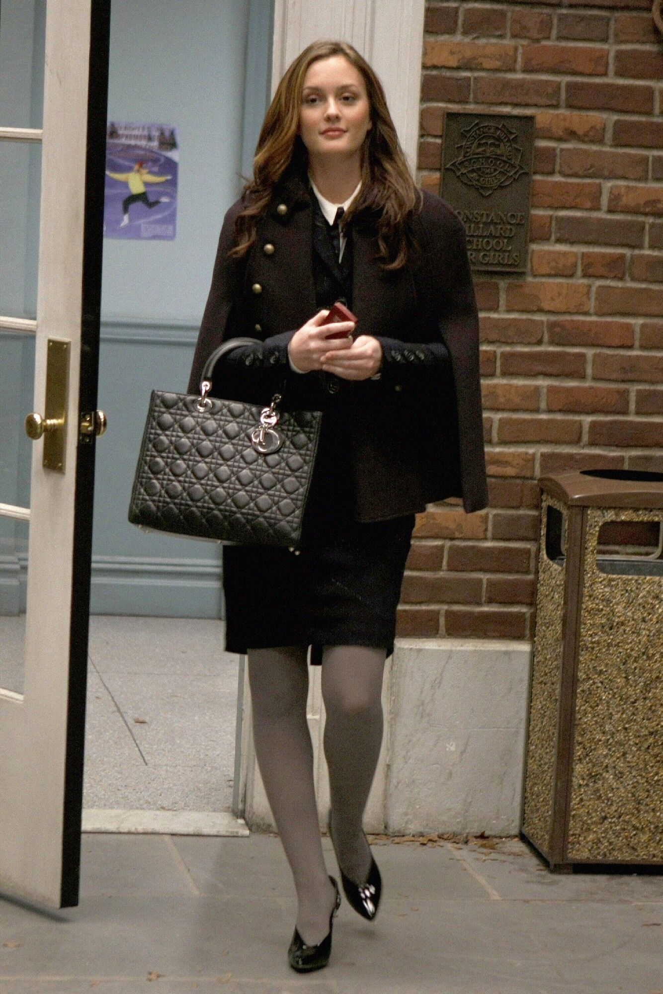 I need this CAPE because it looks so professional! Blair Waldorf Gossip Girl c229c97097923