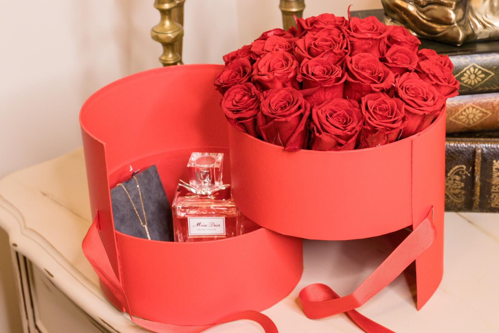 Pin On Preserved Roses In A Box Hamilton Flowers