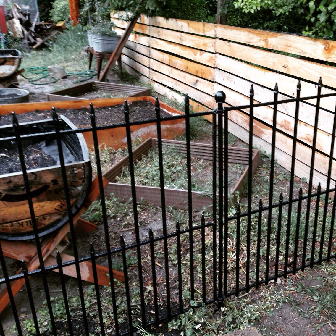 No Dig Fence From Lowes So Easy And Looks Great Aluminum Fence