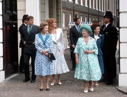 HM Elizabeth, The Queen Mother's 86th birthday celebrations at Clarence House, London, Britain. LtoR HRH Prince Andrew, HM Elizabeth II, HRH Duchess of York, HM Elizabeth, The Queen Mother and HRH Princess Margaret August 1986