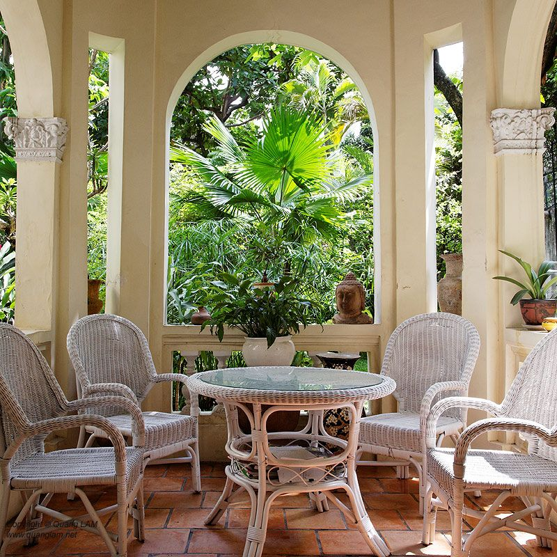 Colonial House Style With Veranda