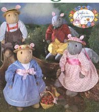 Simplicity 7876 Sewing Pattern for Soft Squirel, Mouse Dolls w/Clothes