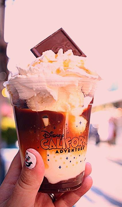 Photo of 29 Amazing Things to Eat and Drink at Disneyland