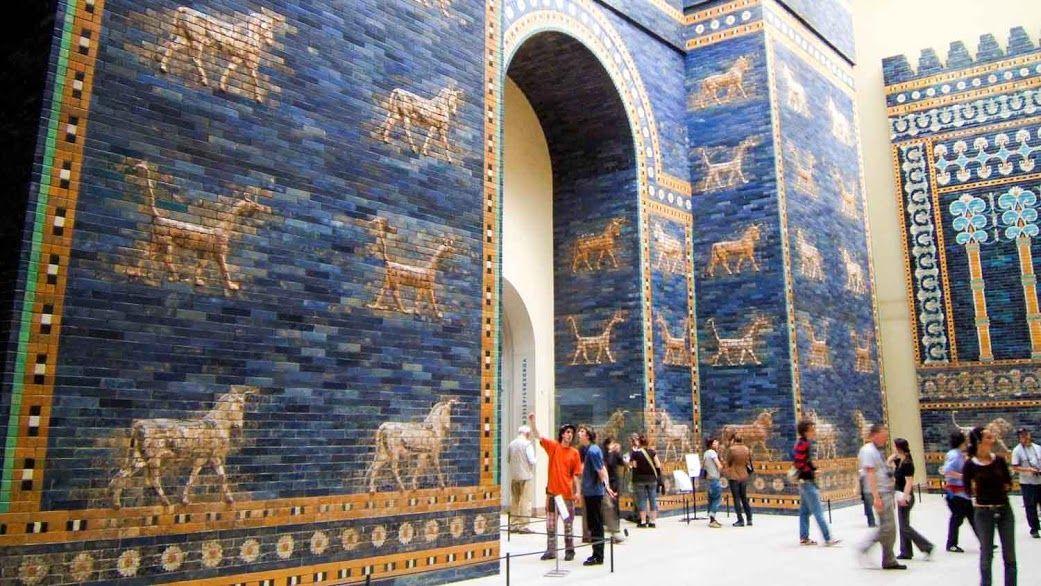 La Porte D Ishtar De Babylone Cette Porte Royale Bleue Etait Une Voie Accueillant Les Processions Du Print Pergamon Museum Pergamon Museum Berlin Museum Island
