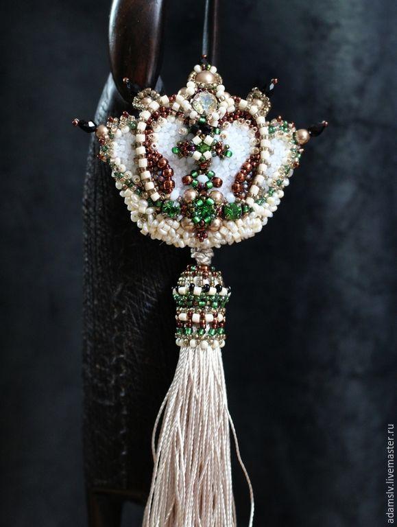 """Купить Брошь из бисера """"Jasmine d'or"""" - бежевый, брошь, корона, орден, светлая бронза"""