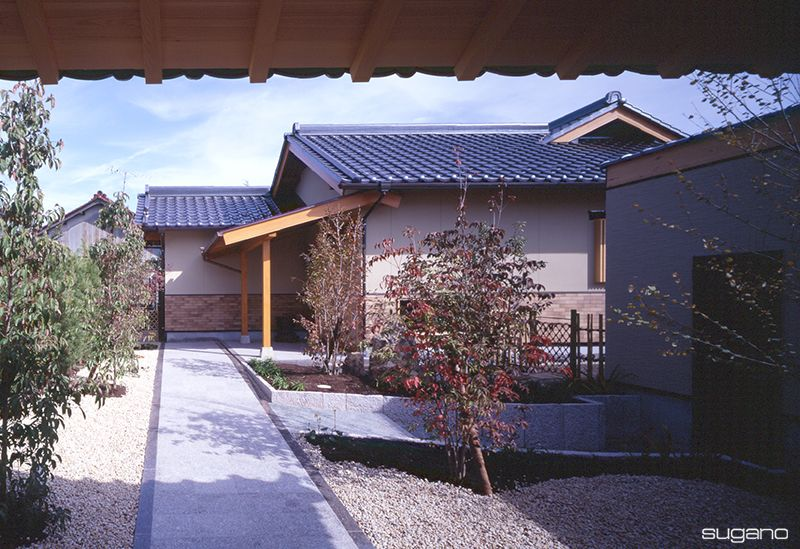 門をくぐると落ち着いた佇まいの平屋建て和風住宅 Hp未掲載写真