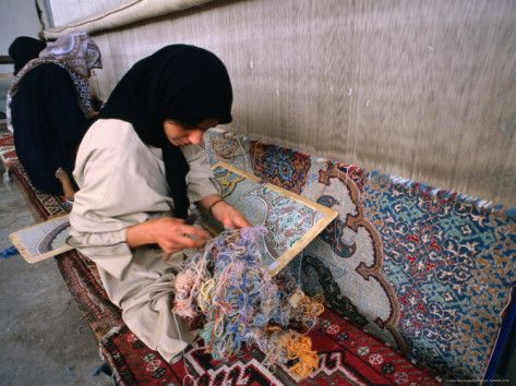 Women Weaving Carpets In Esfahan Iran Rugs Pinterest
