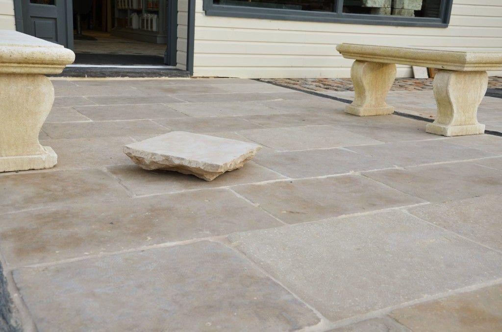 Dallage en pierre naturelle, calcaire, réplique de dalles anciennes - pierre de dallage exterieur