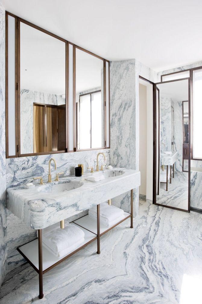 Photo of Chiara Dal Canto/Living Inside Miks marmor med gylne materialer. Det er en uslå…