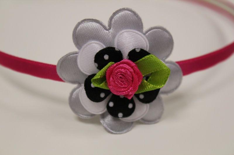 Metalen haarband fuchsia roze met bloem/roosje  gezien op www.pippikokel.nl