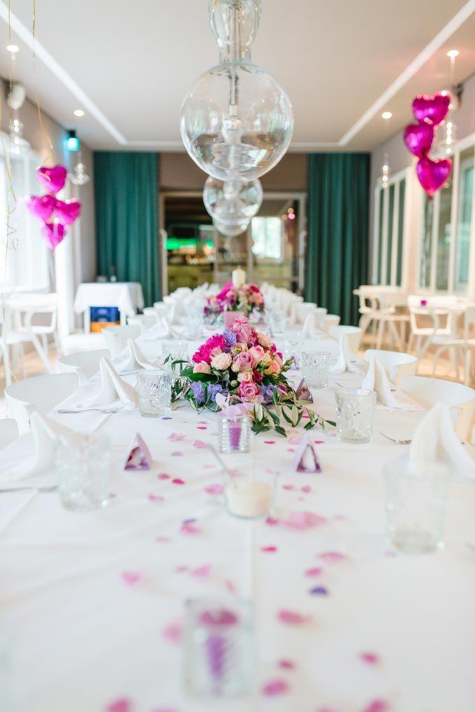 Eine h bsche tischdeko f r eine lange tafel bei der hochzeit das foto wurde gemacht von jung - Tischdeko brautpaar ...