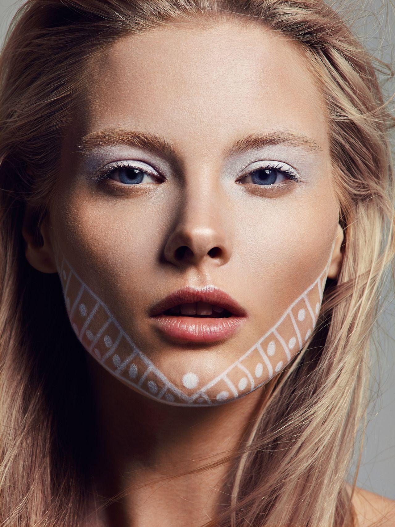 Visagie Mo Karadag // leuk hoe er gespeeld is met lichte tinten en de nadruk op de makeup //