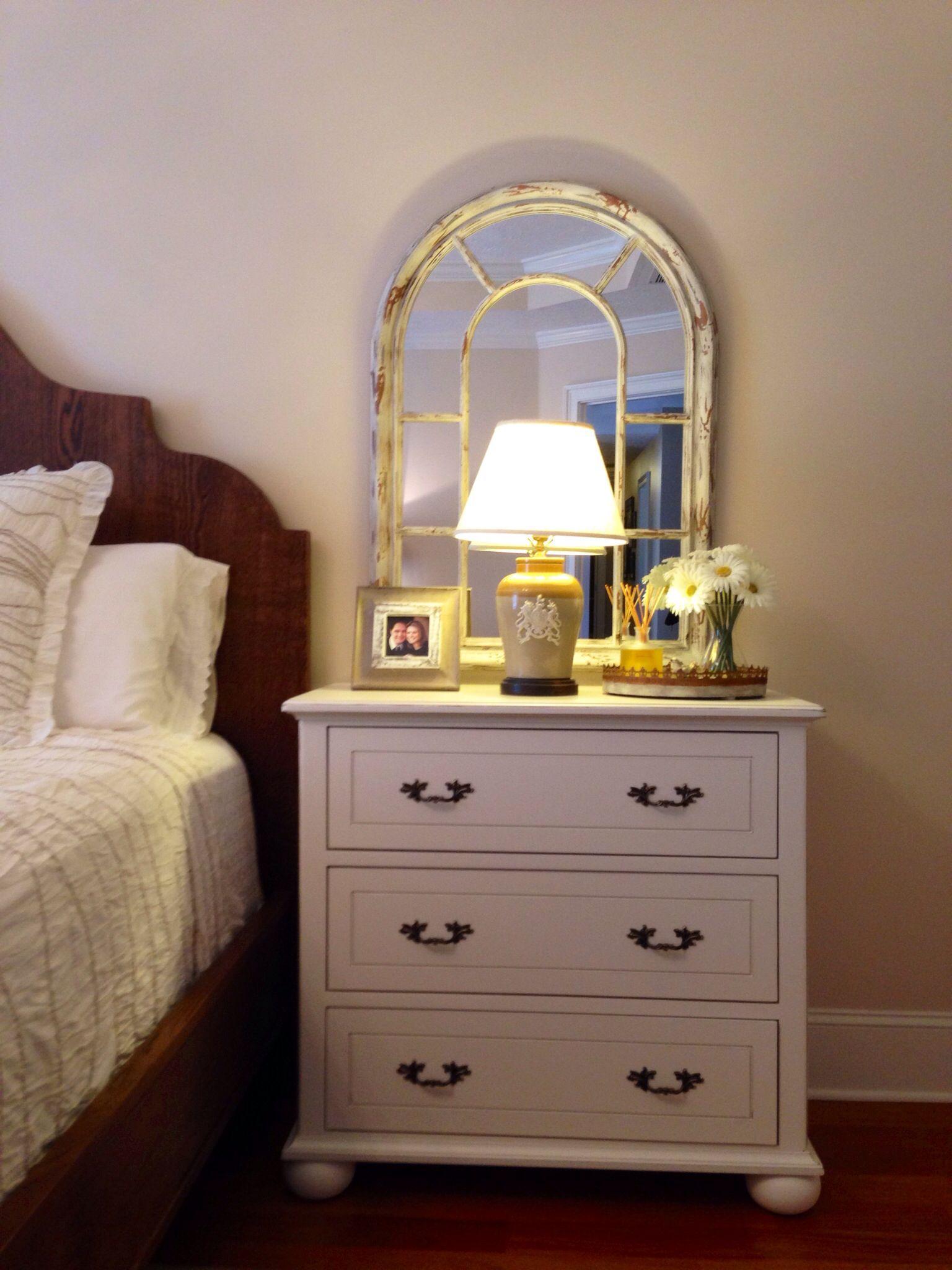 Bedside table decor pinterest - Nightstand Decor