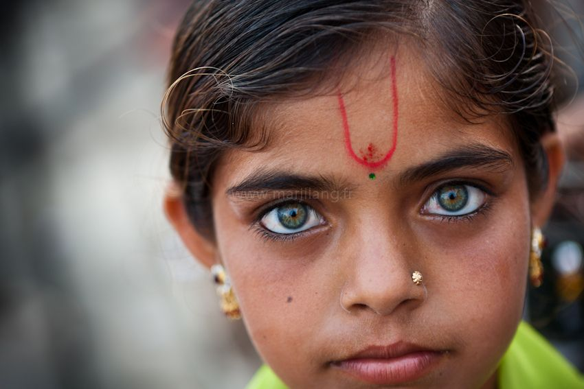 Eyes, Dwarka | Archive website and Photography