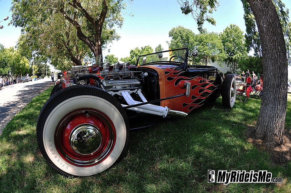"""From the 2011 NorCal Knockout car show in Vallejo, CA. Dig the fisheye wackiness on the """"bent"""" tree! http://www.myrideisme.com/ViewEventImages/2011%20NorCal%20Knockout%20-%20Pikesan's%20Pics/1/"""