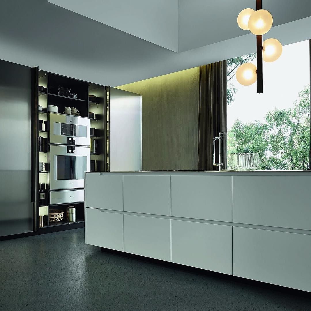 Phoenix Kitchen is distinguished by subtle and pure geometric lines giving life to a contemporary and exclusive #kitchen. #design #interiors #hiddenappliances by poliformaustralia