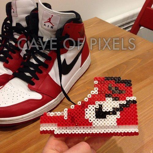 Suburbio Camion pesado Lograr  Nike Air Jordan 1 Perler bead art | Perler beads designs, Perler bead  disney, Perler beads