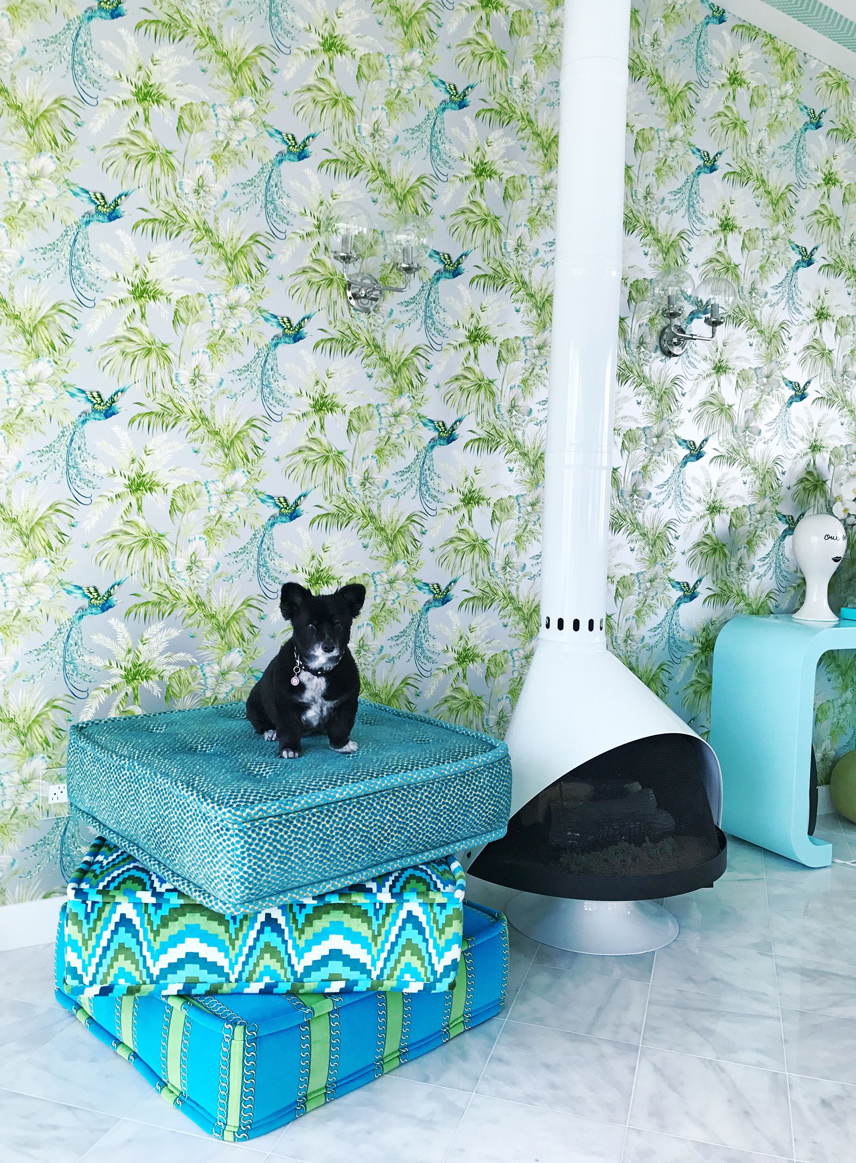 Sydne Style Shares Home Decor Ideas With Bird Wallpaper In Mid Century  Modern Design #palmsprings