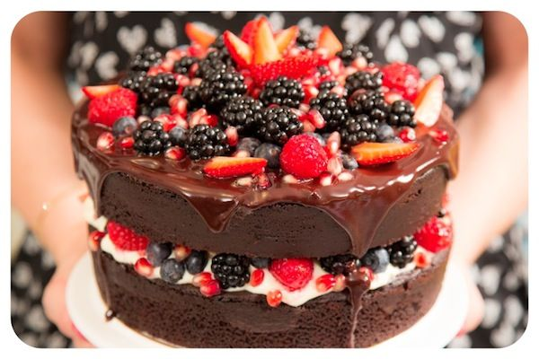 Bolo Pelado De Chocolate Com Frutas Vermelhas Aka Cake
