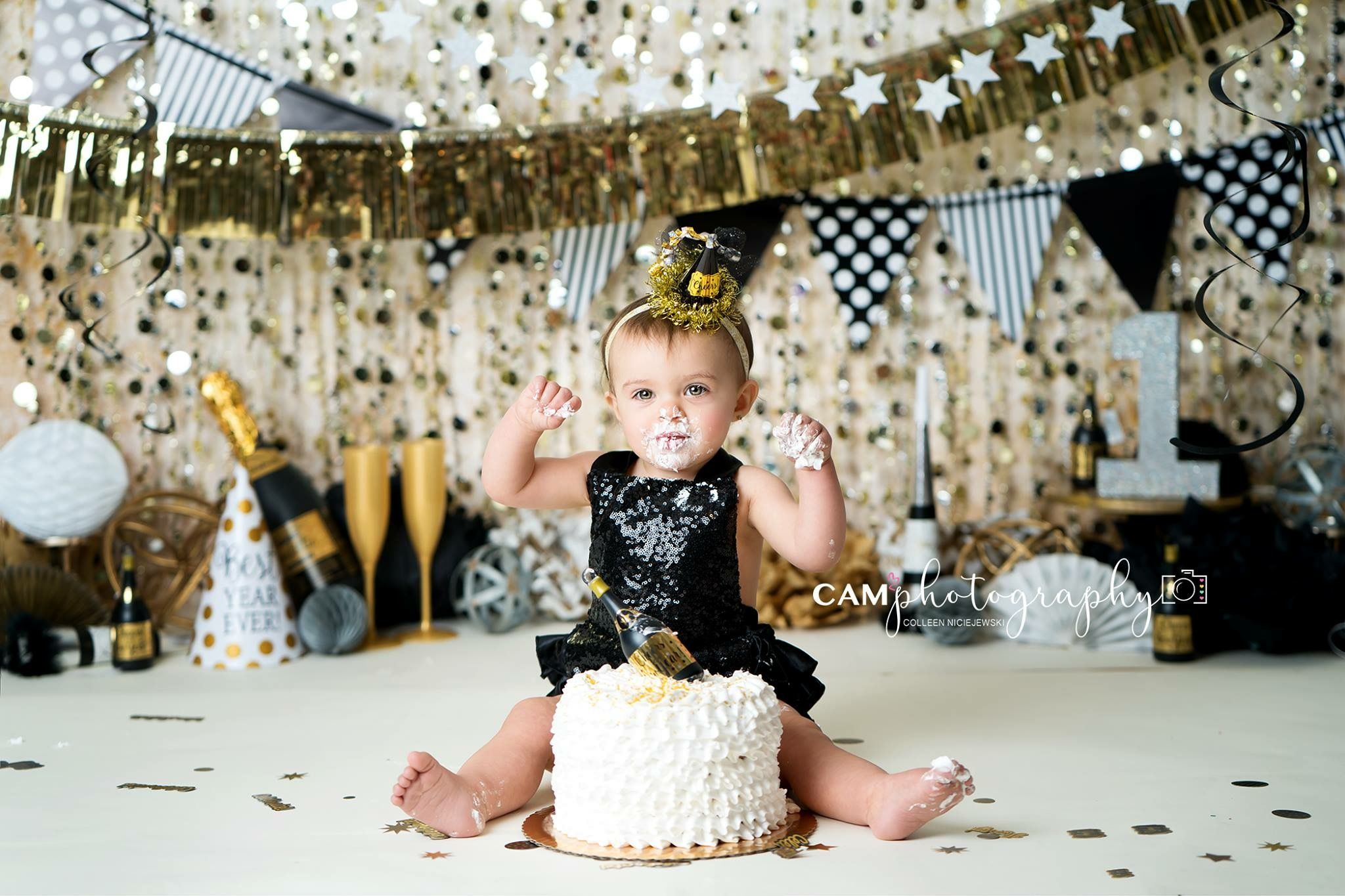 New Year New Me New Year S Cake Smash Smashcake Birthday Photos Photoshoot Smas Birthday Party Photography New Years Eve Birthday Party 1st Boy Birthday