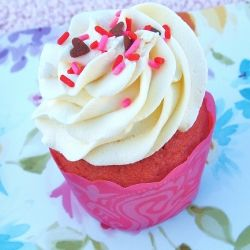 Pink Velvet Cupcakes- Moist, fluffy and flavorful strawberry cupcakes topped with white chocolate buttercream, these cupcakes are amazing