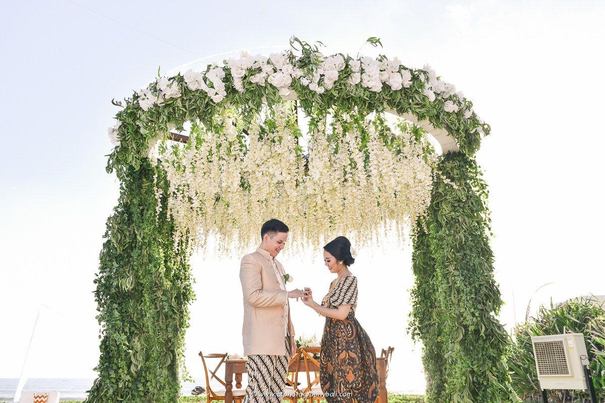 Pernikahan alma dan alda di villa phalosa bali wedding inspiration pernikahan alma dan alda di villa phalosa bali junglespirit Choice Image