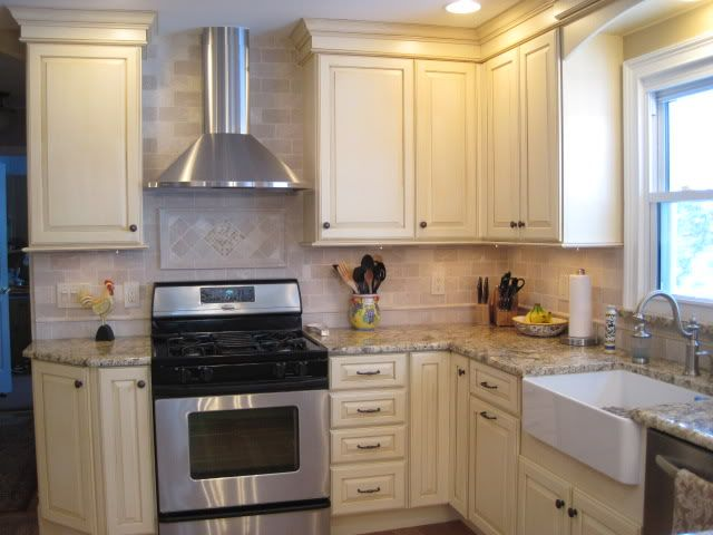 Freestanding Range With Focal Backsplash Corner Kitchen