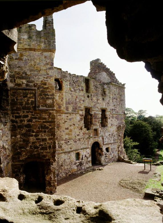 Dirleton castle in East Lothian has been around since the 13th century, and is remarkably well preserved! Lots of rooms, stairways and passageways to explore as well as the world's longest herbaceous border for the botanists and photographers in the family. #daysout #families #Scotland