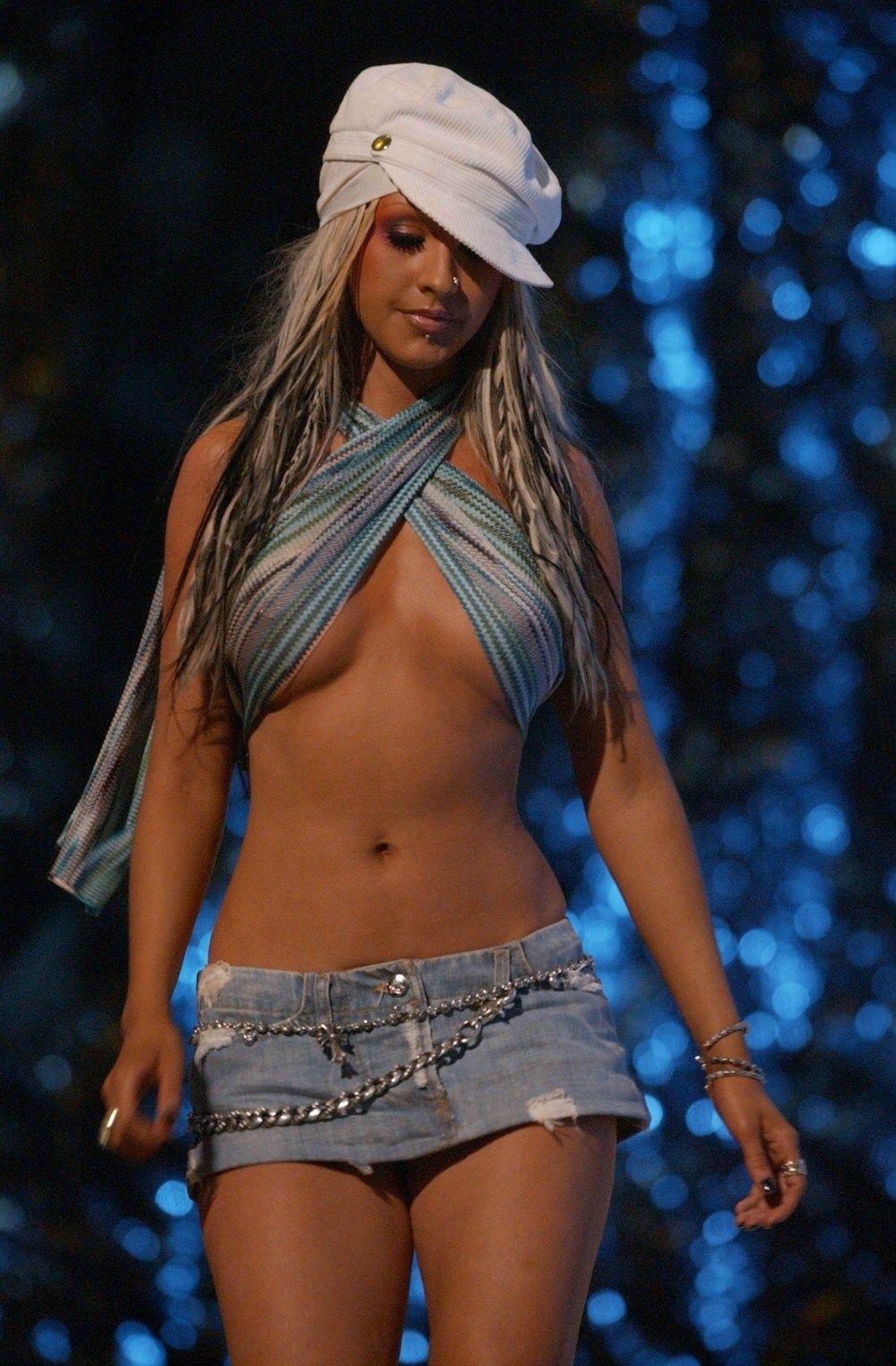 Christina Aguilera at MTV VMA 2002 | Christina aguilera 2002, Christina  aguilera, Celebrities female